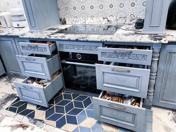 Cận cảnh không gian căn bếp thiết kế theo phong cách tân cổ điển trong biệt thự của gia đình Đăng Khôi-7
