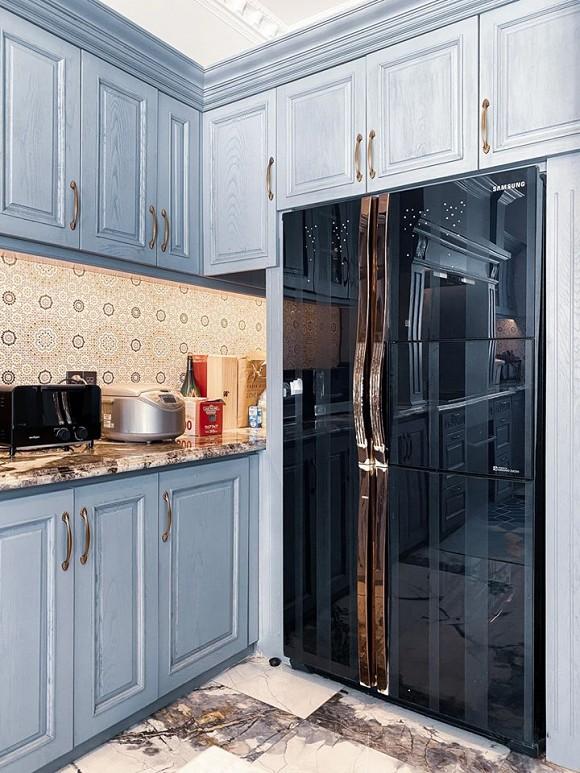Cận cảnh không gian căn bếp thiết kế theo phong cách tân cổ điển trong biệt thự của gia đình Đăng Khôi-11