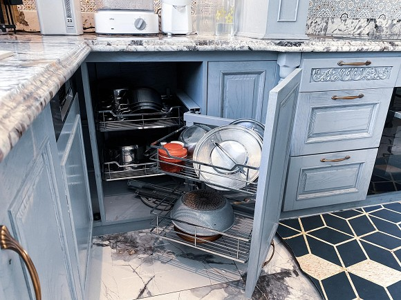 Cận cảnh không gian căn bếp thiết kế theo phong cách tân cổ điển trong biệt thự của gia đình Đăng Khôi-13