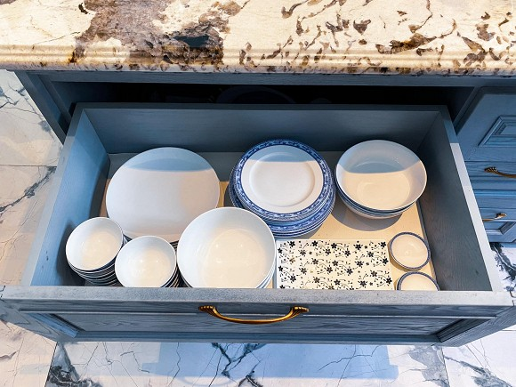 Cận cảnh không gian căn bếp thiết kế theo phong cách tân cổ điển trong biệt thự của gia đình Đăng Khôi-15