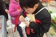 Con trai mua gói muối hết gần 200.000 đồng, ông bố nổi giận mắng nhân viên siêu thị nhưng rồi té ngửa với sự thật