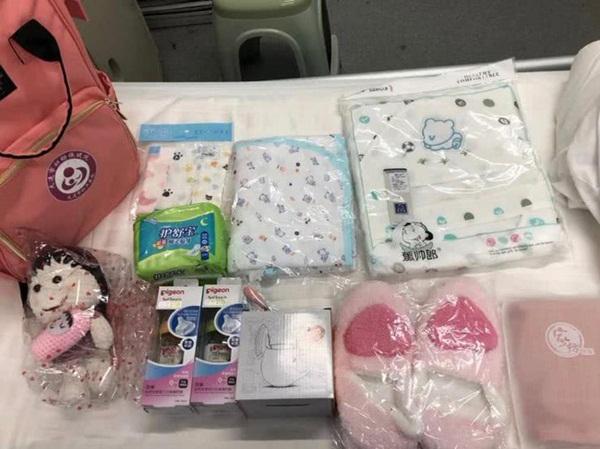 Nữ y tá Vũ Hán nhiễm Covid-19 khi đang mang thai 33 tuần và món quà mà các bác sĩ tặng cô trong ngày được xuất viện khiến ai nhìn cũng xúc động-4