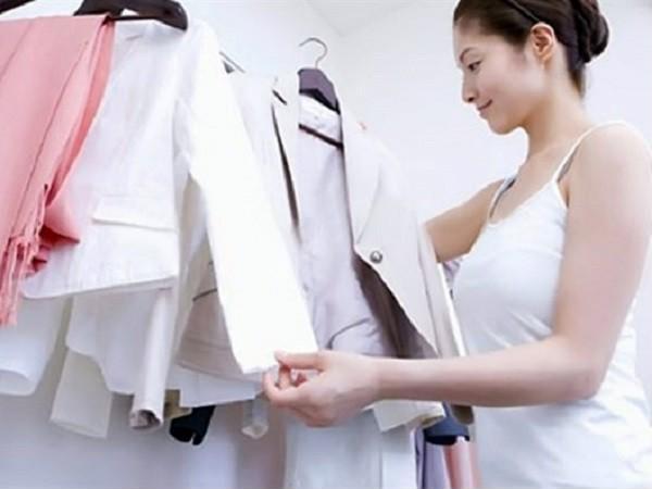6 tuyệt chiêu giúp quần áo luôn thẳng nếp mà không cần đến bàn là-1