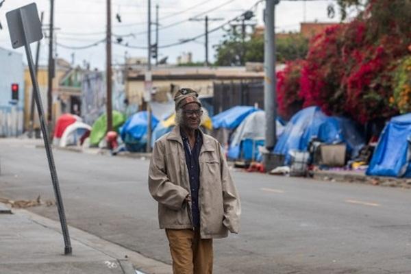 Cả thế giới được khuyên ở nhà, chỉ còn người vô gia cư ngoài đường-2