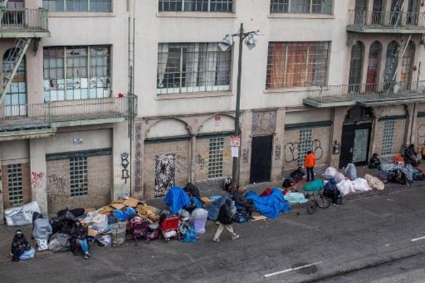 Cả thế giới được khuyên ở nhà, chỉ còn người vô gia cư ngoài đường-3