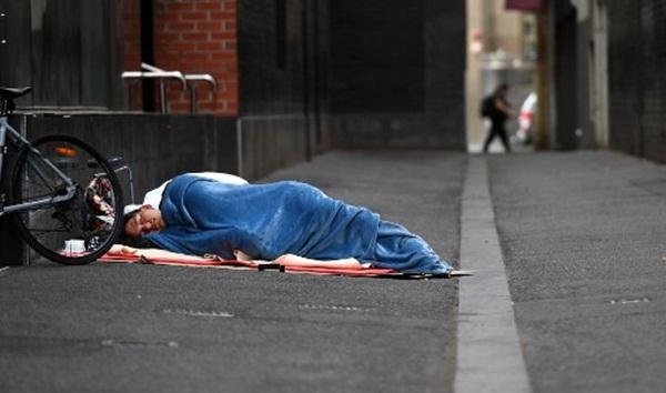 Cả thế giới được khuyên ở nhà, chỉ còn người vô gia cư ngoài đường-10