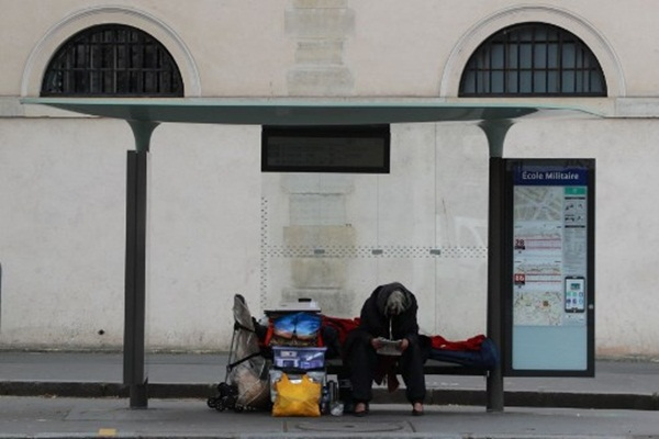 Cả thế giới được khuyên ở nhà, chỉ còn người vô gia cư ngoài đường-6