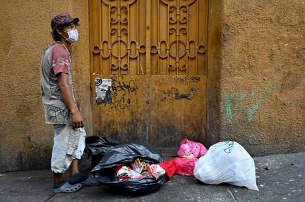 Cả thế giới được khuyên ở nhà, chỉ còn người vô gia cư ngoài đường-9