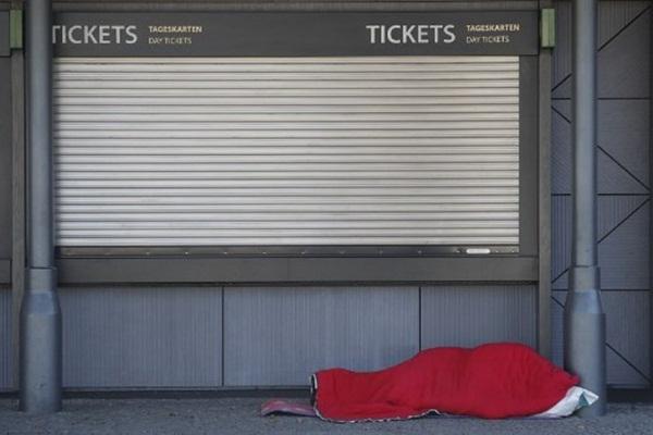 Cả thế giới được khuyên ở nhà, chỉ còn người vô gia cư ngoài đường-14