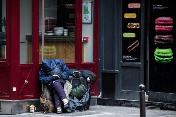Cả thế giới được khuyên ở nhà, chỉ còn người vô gia cư ngoài đường-16