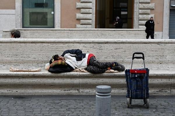 Cả thế giới được khuyên ở nhà, chỉ còn người vô gia cư ngoài đường-17