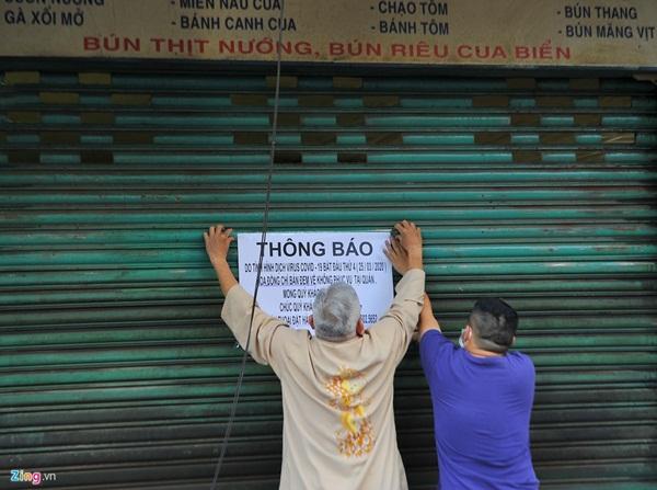 Hàng quán ở TP.HCM đồng loạt đóng cửa dù bất ngờ-1
