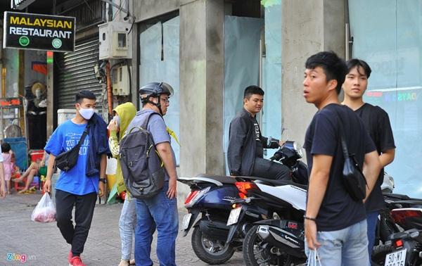 Hàng quán ở TP.HCM đồng loạt đóng cửa dù bất ngờ-3