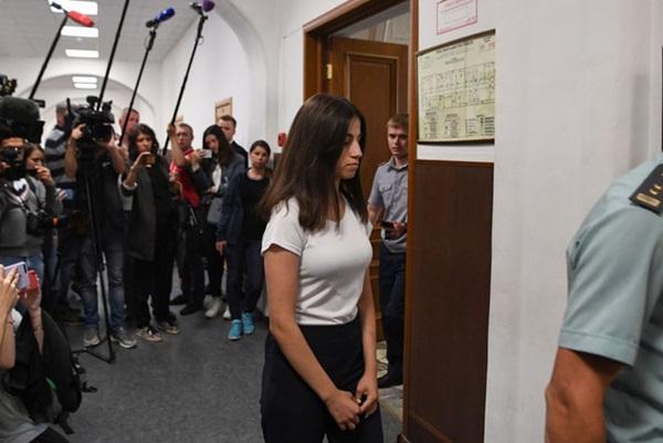 Vụ án 3 con gái giết cha đẻ rúng động nước Nga: Bị bạo hành, cưỡng bức nhiều năm nhưng nói không ai tin, chọn cách giết người để được giải thoát-3