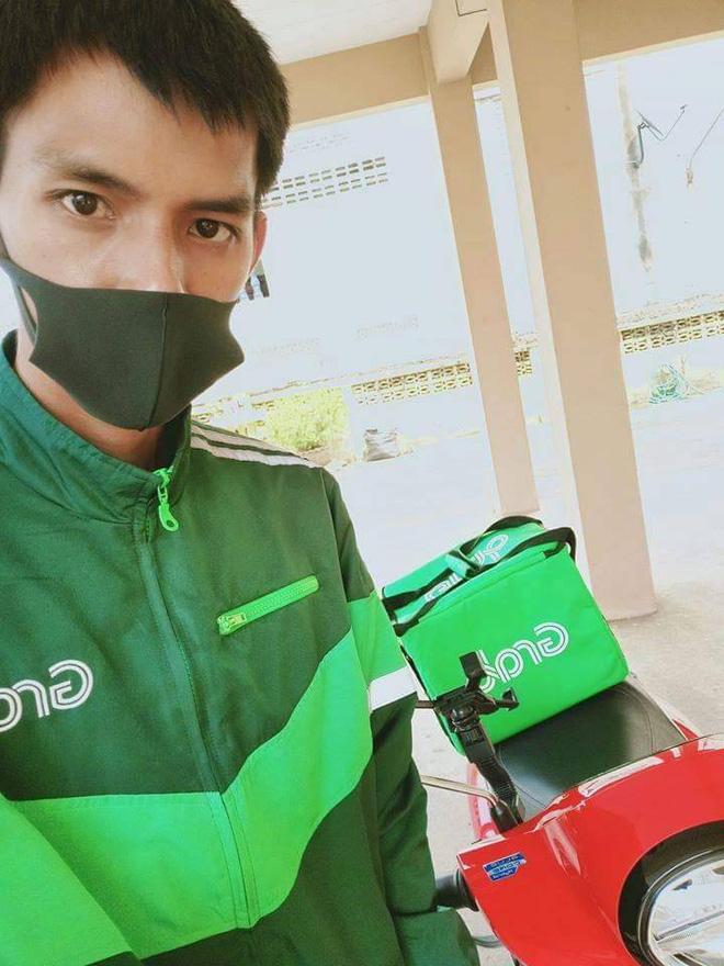 Chuyện trớ trêu mùa Covid-19: Không có giải thi đấu, cầu thủ Thái Lan phải chạy Grab để kiếm tiền... cưới vợ-1