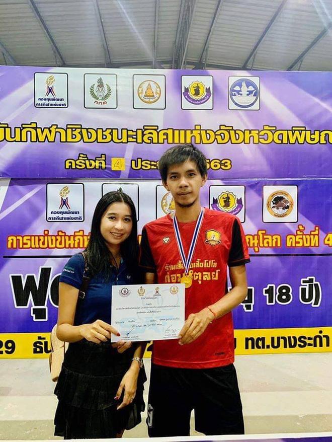 Chuyện trớ trêu mùa Covid-19: Không có giải thi đấu, cầu thủ Thái Lan phải chạy Grab để kiếm tiền... cưới vợ-2
