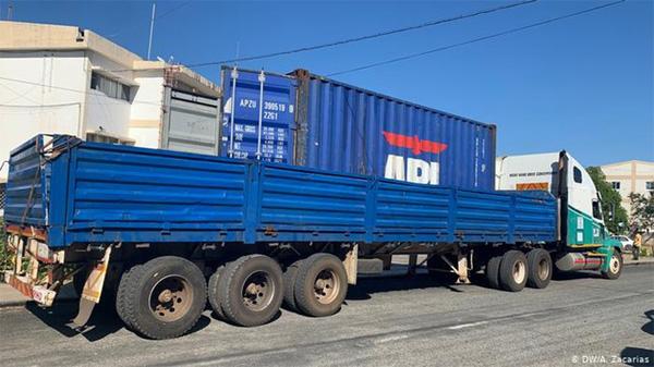 Phát hiện 64 thi thể chết ngạt trong xe tải đến Mozambique-1