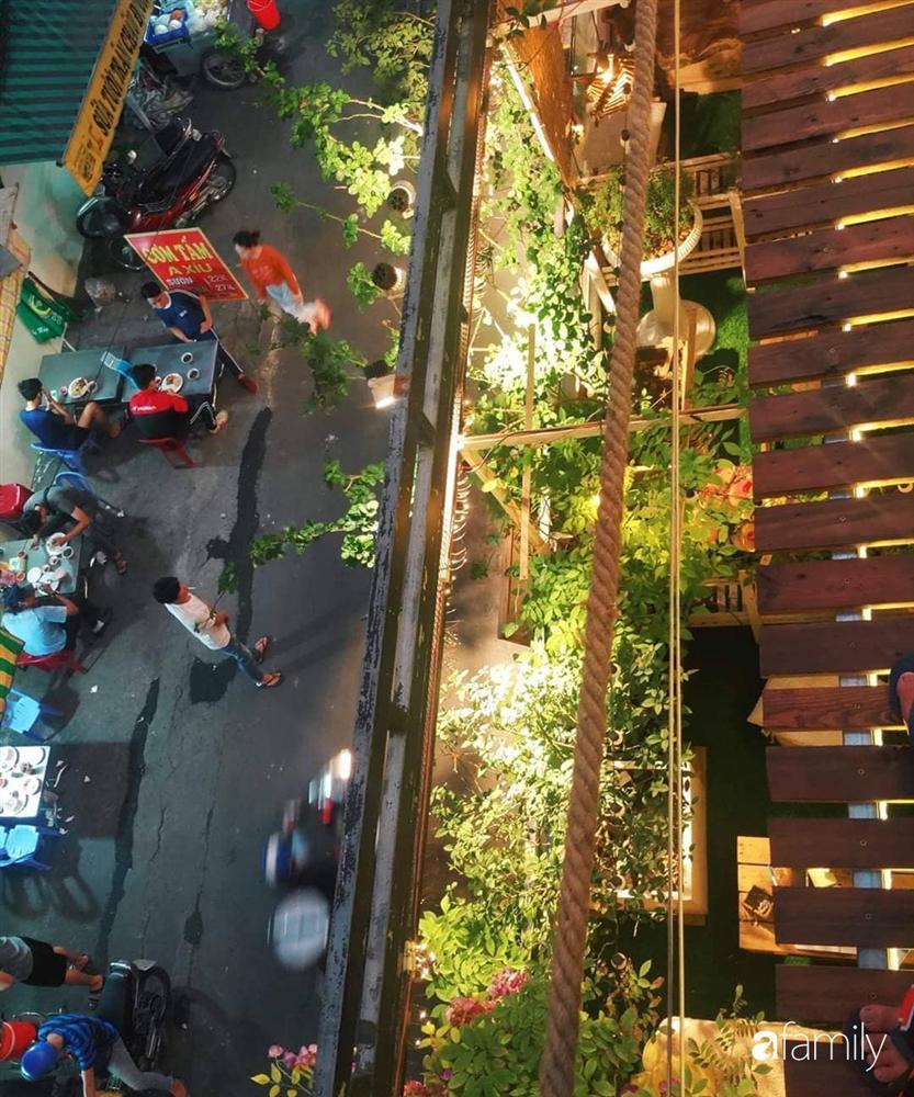 Ngôi nhà đẹp yên bình, lãng mạn nhờ người đàn ông đảm đang tự decor vườn và trồng đủ loại hồng ở Sài Gòn-4