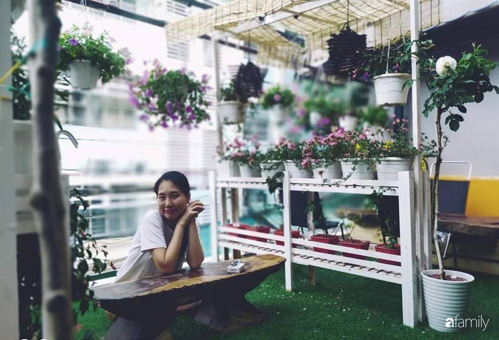 Ngôi nhà đẹp yên bình, lãng mạn nhờ người đàn ông đảm đang tự decor vườn và trồng đủ loại hồng ở Sài Gòn-13