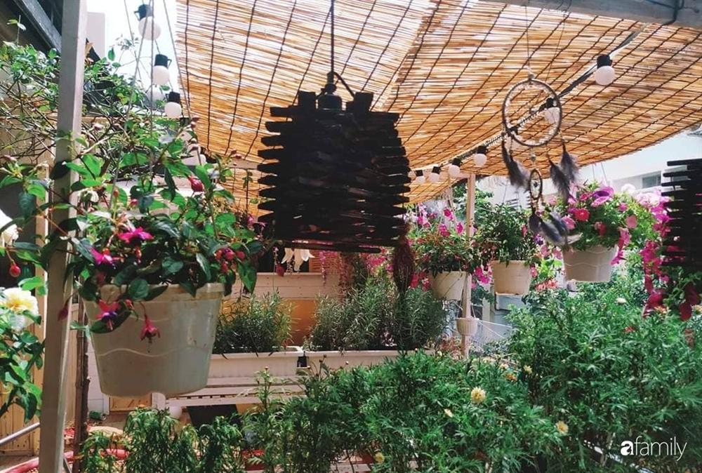 Ngôi nhà đẹp yên bình, lãng mạn nhờ người đàn ông đảm đang tự decor vườn và trồng đủ loại hồng ở Sài Gòn-27