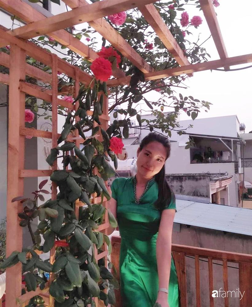 Ngôi nhà đẹp yên bình, lãng mạn nhờ người đàn ông đảm đang tự decor vườn và trồng đủ loại hồng ở Sài Gòn-31