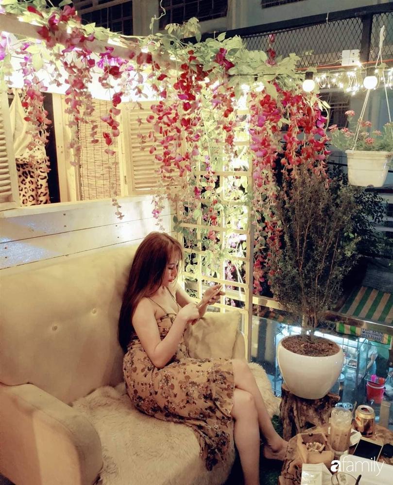 Ngôi nhà đẹp yên bình, lãng mạn nhờ người đàn ông đảm đang tự decor vườn và trồng đủ loại hồng ở Sài Gòn-33