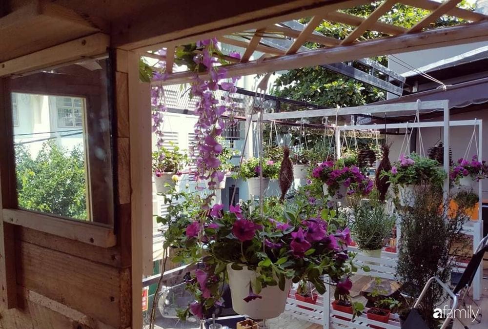 Ngôi nhà đẹp yên bình, lãng mạn nhờ người đàn ông đảm đang tự decor vườn và trồng đủ loại hồng ở Sài Gòn-36