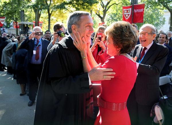 Nóng: Hiệu trưởng Đại học Harvard và vợ đã dương tính với Covid-19-1