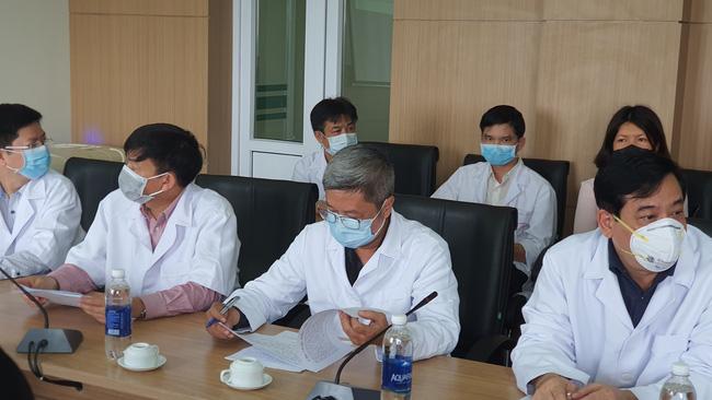 Thứ trưởng Bộ Y tế kêu gọi người dân nhường khẩu trang y tế cho cán bộ, nhân viên y tế trong công tác tiếp xúc, thu dung điều trị người bệnh-1