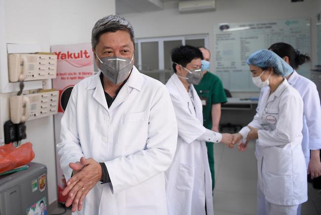 Thứ trưởng Bộ Y tế kêu gọi người dân nhường khẩu trang y tế cho cán bộ, nhân viên y tế trong công tác tiếp xúc, thu dung điều trị người bệnh-4