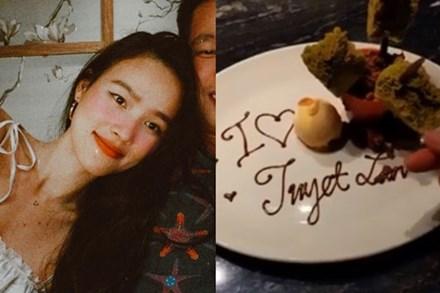 Sau hơn 1 tháng công bố ly hôn, người mẫu Tuyết Lan đã đăng ảnh hé lộ gương mặt bạn trai mới