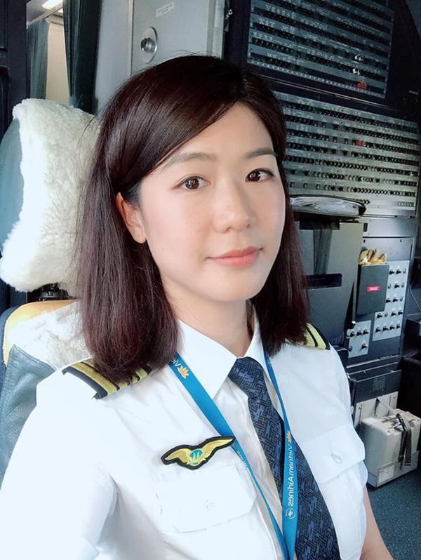 """Lâu lắm chẳng được đi bay, nữ cơ trưởng Huỳnh Lý Đông Phương có chút điên rồ"""" và tiết lộ thường xuyên kiếm chuyện với người khác-1"""