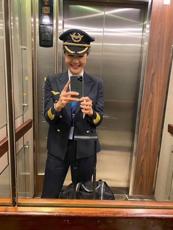 """Lâu lắm chẳng được đi bay, nữ cơ trưởng Huỳnh Lý Đông Phương có chút điên rồ"""" và tiết lộ thường xuyên kiếm chuyện với người khác-2"""