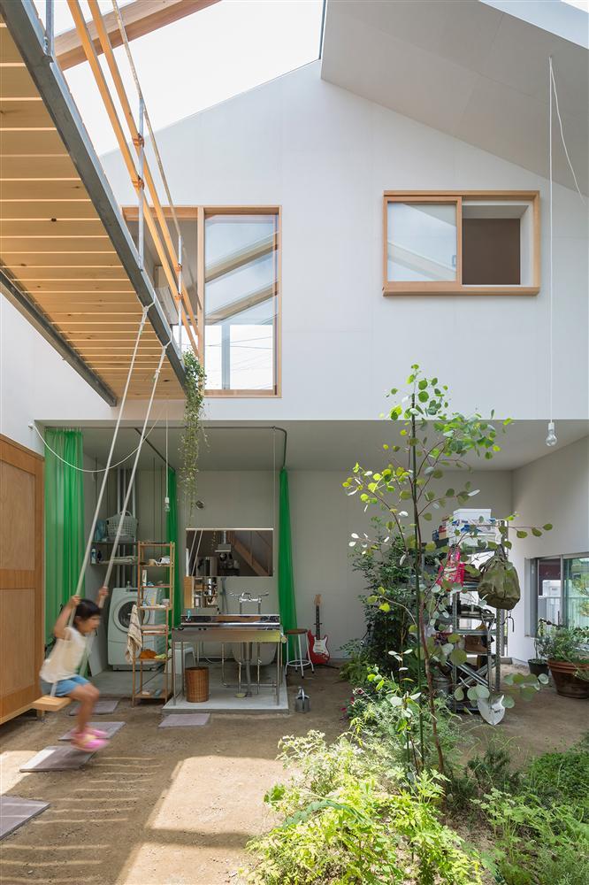Căn nhà yên vui dưới bóng nắng và cây xanh của gia đình trẻ ở Nhật Bản-1
