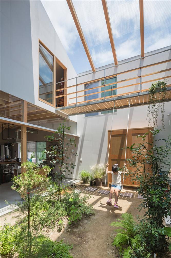 Căn nhà yên vui dưới bóng nắng và cây xanh của gia đình trẻ ở Nhật Bản-2