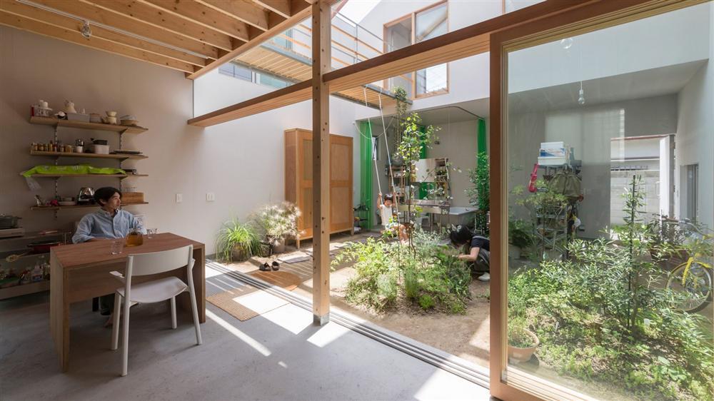 Căn nhà yên vui dưới bóng nắng và cây xanh của gia đình trẻ ở Nhật Bản-3