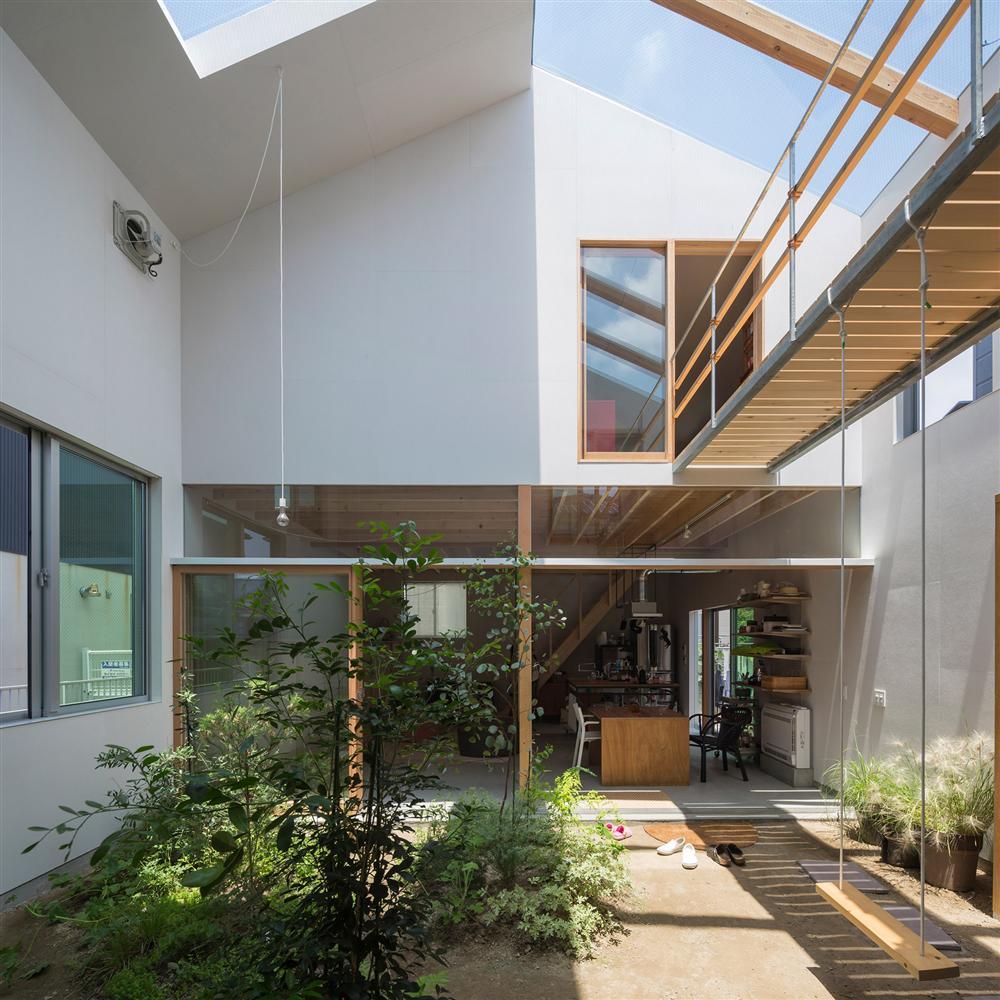 Căn nhà yên vui dưới bóng nắng và cây xanh của gia đình trẻ ở Nhật Bản-4
