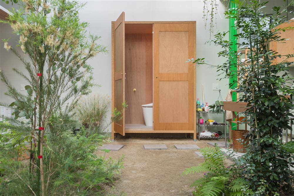 Căn nhà yên vui dưới bóng nắng và cây xanh của gia đình trẻ ở Nhật Bản-6