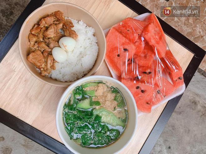 Chủ quán ăn ở Hà Nội nấu hàng trăm suất cơm, chè miễn phí cho những y bác sỹ đang gồng mình chống dịch Covid-19 tại BV bệnh Nhiệt đới TW-4