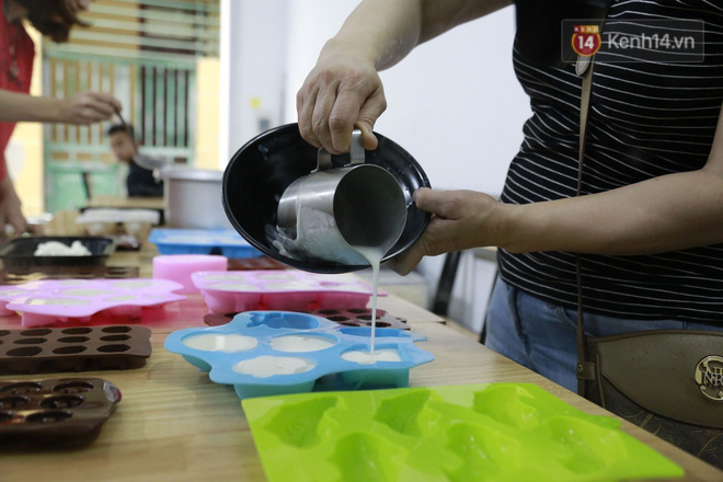 Chủ quán ăn ở Hà Nội nấu hàng trăm suất cơm, chè miễn phí cho những y bác sỹ đang gồng mình chống dịch Covid-19 tại BV bệnh Nhiệt đới TW-6