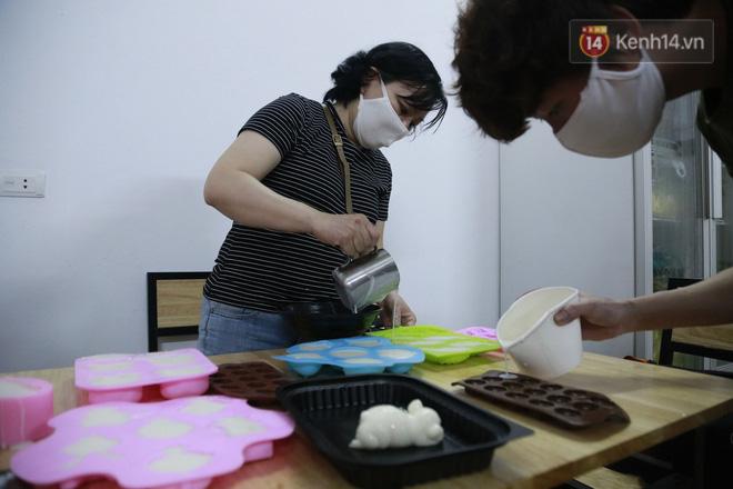 Chủ quán ăn ở Hà Nội nấu hàng trăm suất cơm, chè miễn phí cho những y bác sỹ đang gồng mình chống dịch Covid-19 tại BV bệnh Nhiệt đới TW-7
