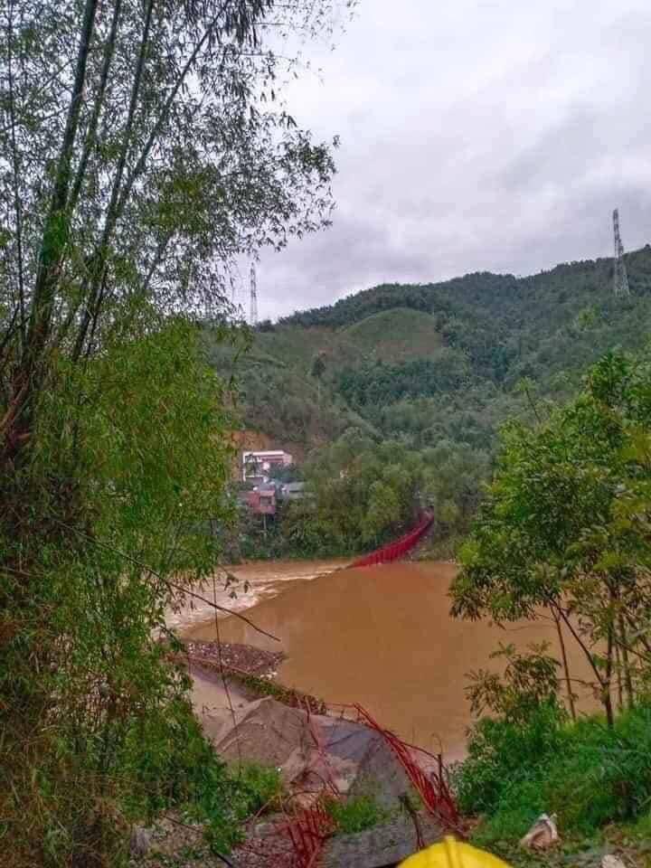 Mưa đá lại trút xuống Lào Cai quật đứt cầu treo, 1 người bị sét đánh chết-2