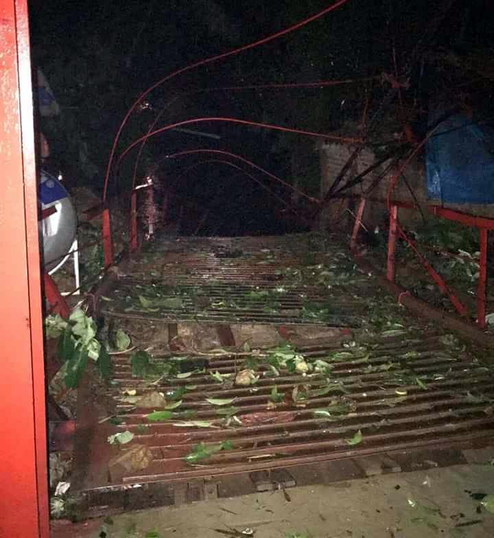 Mưa đá lại trút xuống Lào Cai quật đứt cầu treo, 1 người bị sét đánh chết-3