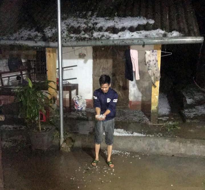 Mưa đá lại trút xuống Lào Cai quật đứt cầu treo, 1 người bị sét đánh chết-6