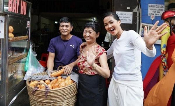 Hoa hậu HHen Niê dành một ngày ăn bánh mì khắp Sài Gòn và lý do xúc động phía sau-6