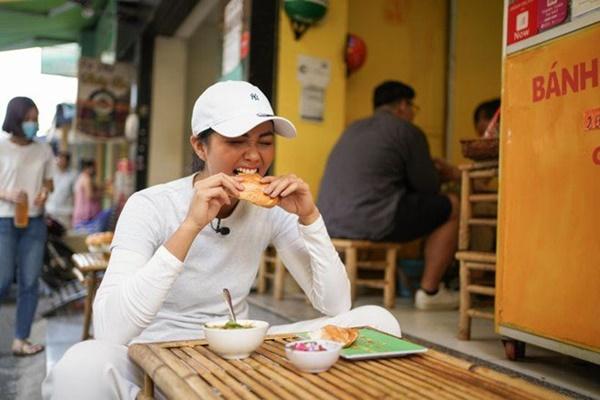 Hoa hậu HHen Niê dành một ngày ăn bánh mì khắp Sài Gòn và lý do xúc động phía sau-9
