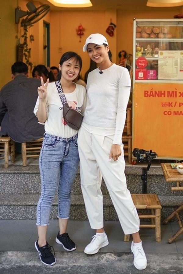 Hoa hậu HHen Niê dành một ngày ăn bánh mì khắp Sài Gòn và lý do xúc động phía sau-10