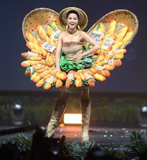 Hoa hậu HHen Niê dành một ngày ăn bánh mì khắp Sài Gòn và lý do xúc động phía sau-11