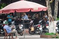 Sau chỉ đạo tạm đóng cửa dịch vụ kinh doanh không cần thiết để chống dịch COVID-19, các quán nhậu, cafe ở Hà Nội vẫn đông người tụ tập