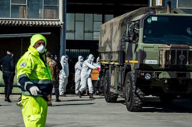 Nhân viên lò hỏa táng tại tâm dịch Covid-19 của Italy: Làm việc đến kiệt sức với rất ít dụng cụ bảo hộ, đối mặt nguy cơ cao lây nhiễm virus-1